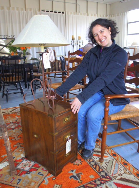 Maria's good eye selected this nice quality vintage Heritage chest and table lamp for her place
