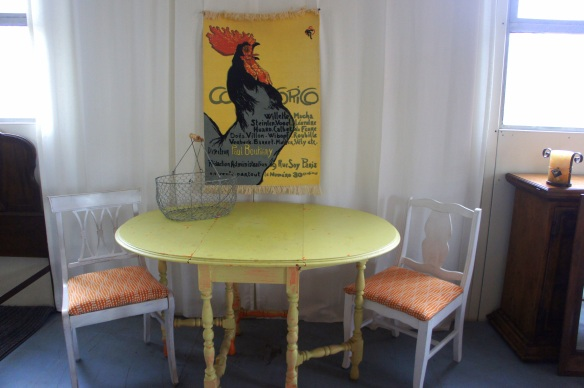 "Oval Drop Leaf Painted Gate Leg Table, Opened: 48"" x 35"" x 30"" With Sides down: 15/5"" x 35"" x 30"""